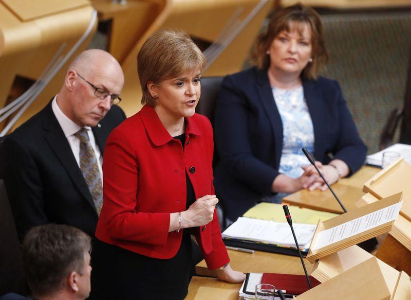 """Nicola Sturgeon, Škotijos pirmoji ministrė. Russello Cheyne'o (""""Reuters"""" / """"Scanpix"""") nuotr."""
