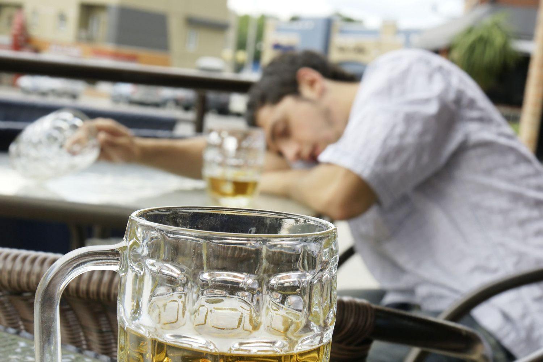 Didins baudas už alkoholio vartojimą viešumoje