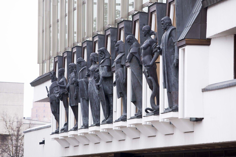 Perskirsčius valstybės investicijų lėšas nurėžti pinigai Operos teatrui