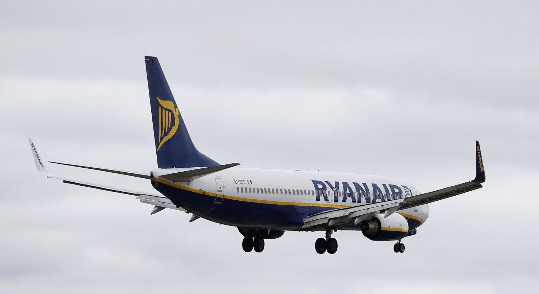 """""""Ryanair"""": kietas """"Brexit"""" sutrikdys skrydžius tarp JK ir Europos"""