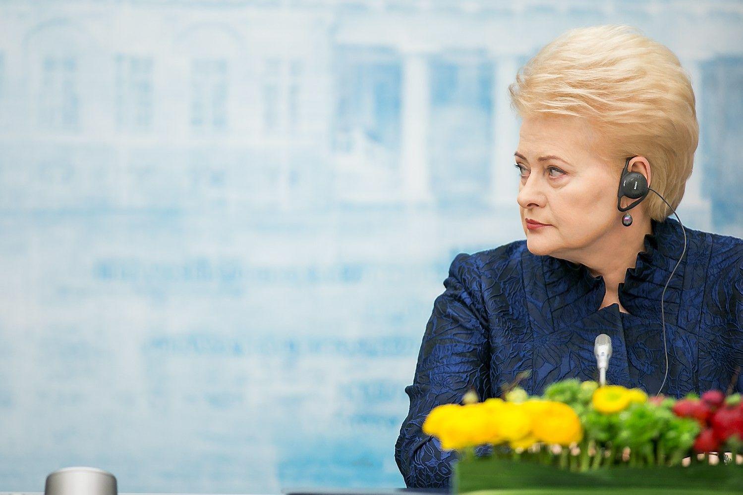 Grybauskaitė kreipėsi į Merkel dėl Vasario 16-osios akto sugrąžinimo į Lietuvą