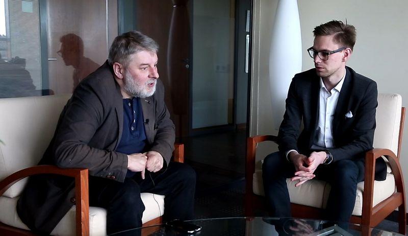 """""""Verslo klasės"""" redaktorius Aurelijus Katkevičius ir """"Verslo žinių"""" technologijų redaktorius Darius Verseckas."""