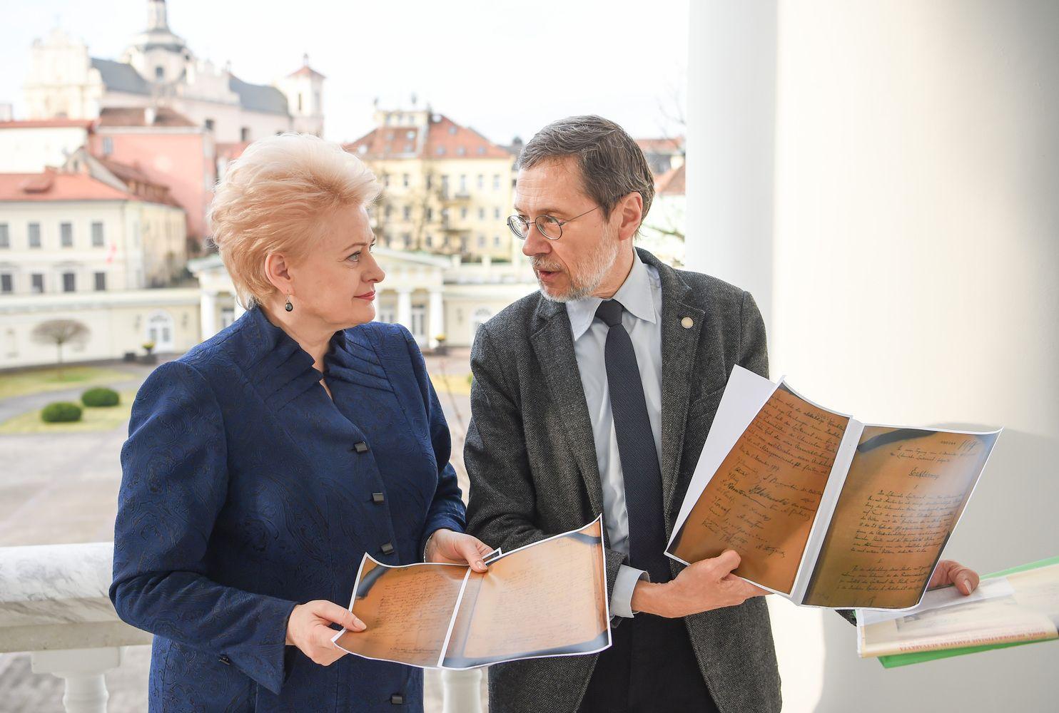 Su Mažyliu susitikusi prezidentė: būtina daugiau investuoti į istorinius tyrimus