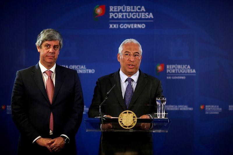 """Antonio Costa, Portugalijos premjeras, ir Antonio Centeno, šalies ekonomikos ministras, nekantriai laukia, kada Briuselis nutrauks perviršinio deficito procedūrą. Pedro Nuneso (""""Reuters"""" / """"Scanpix"""") nuotr."""
