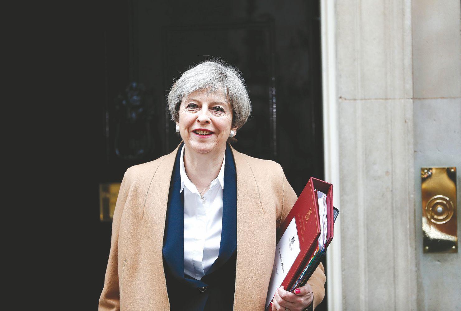 """Theresos May tonas švelnėja: laisvas ES piliečių judėjimas gali tęstis ir po """"Brexit"""""""
