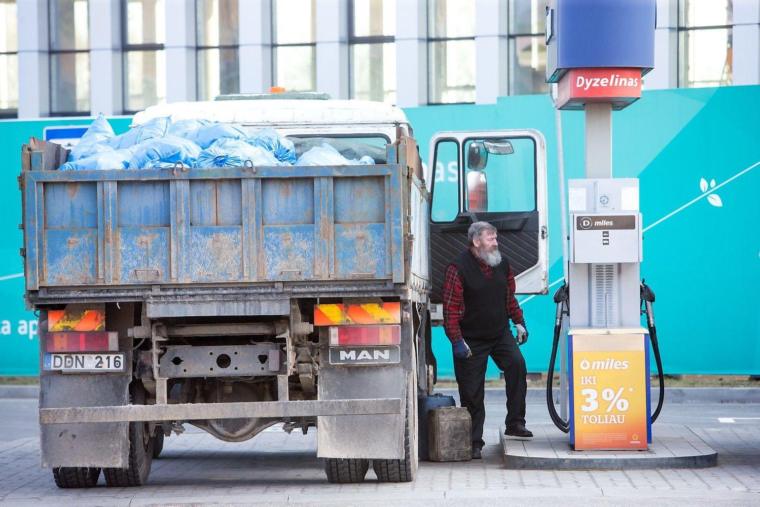 Degalai Lietuvoje pigesni nei Lenkijoje, bet naudą gaudo kaimynai