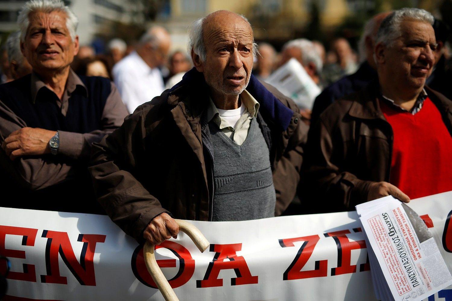 Graikiją klampina pensijų akmuo po kaklu