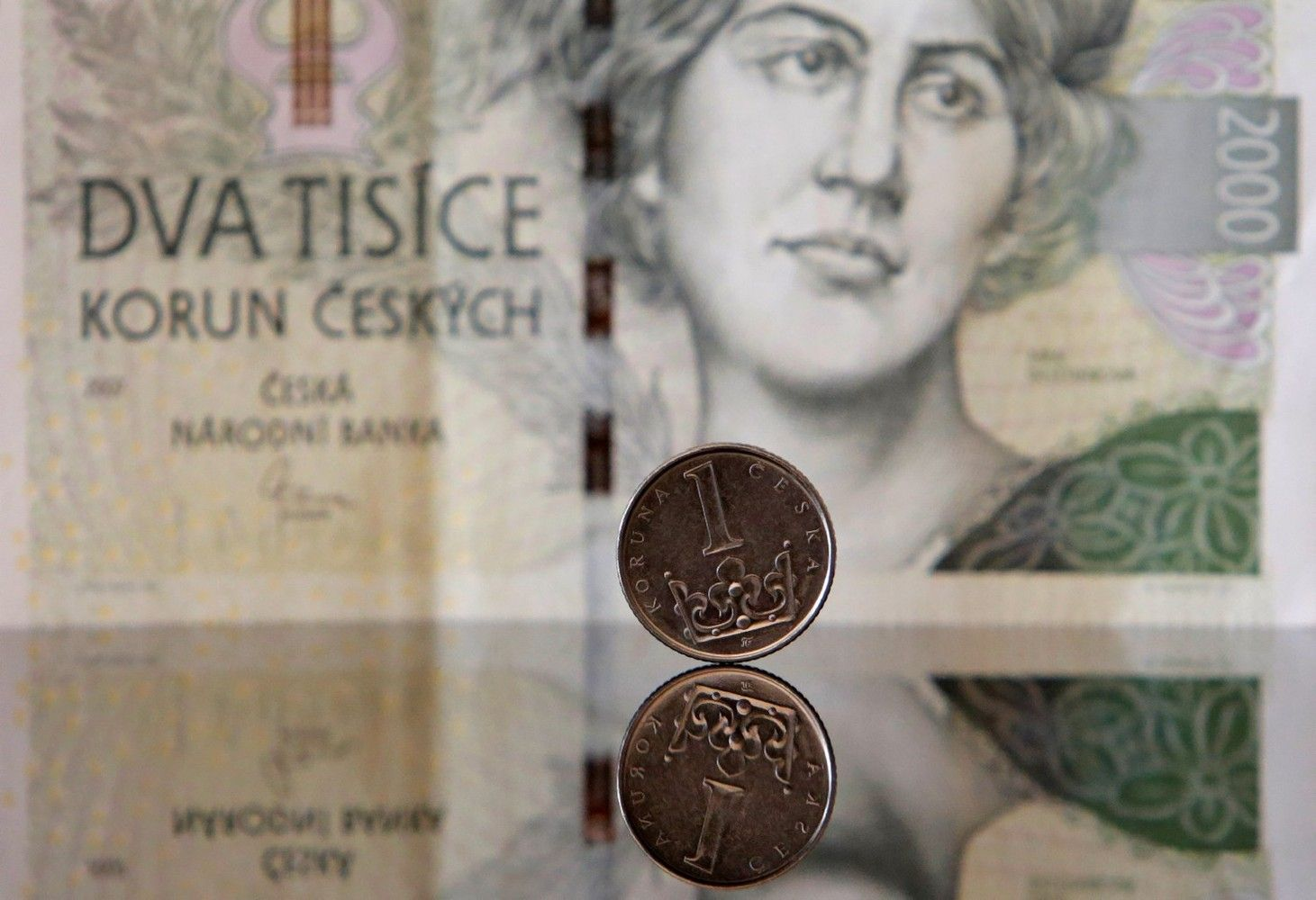 Čekijos bankas paleido nacionalinę valiutą į laisvę, krona stiprėja