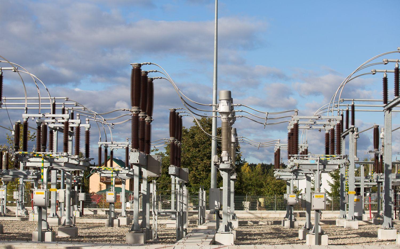 Šilti orai atpigino elektros energiją