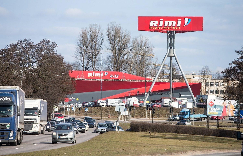"""Pusantrų metų veikianti """"Rimi"""" parduotuvė uždaryta dėl statybos defektų"""