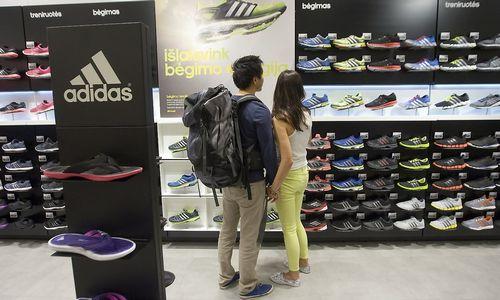 """""""Adidas"""" """"išspausdins"""" 100.000 porų batelių"""