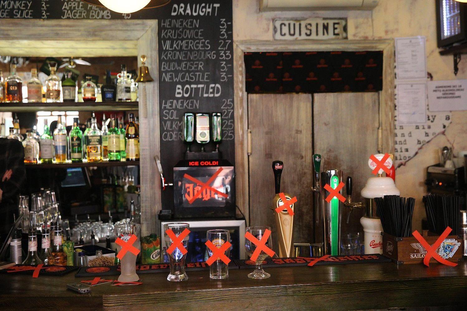 Barų savininkai: alkoholio atributikos draudimas lemtų tik nuostolius