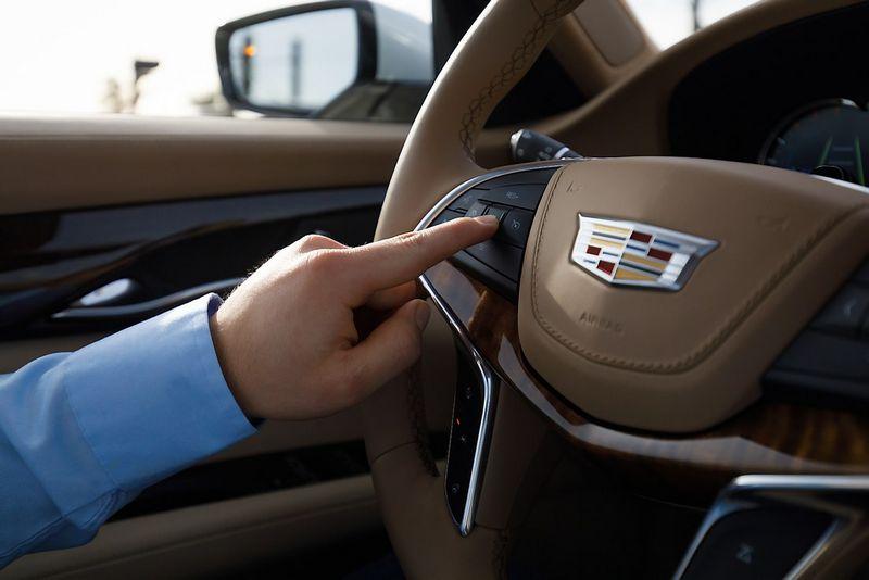 """""""Cadillac CT6"""" nuo rudens galės turėti pusiau autonominę vairavimo sistemą. Gamintojo nuotr."""