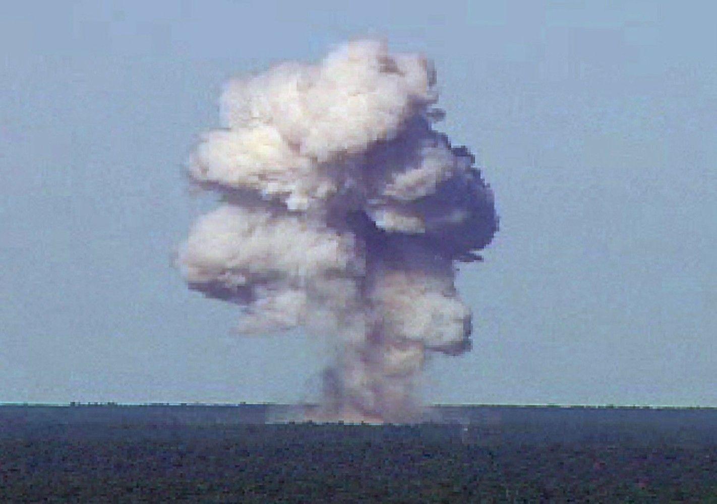 JAV Afganistane numetė didžiausią nebranduolinę bombą
