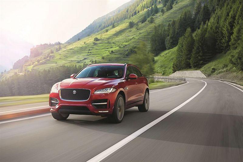 """""""Jaguar F-Pace"""" tapo geriausiu pasaulio metų automobiliu. Gamintojo nuotr."""