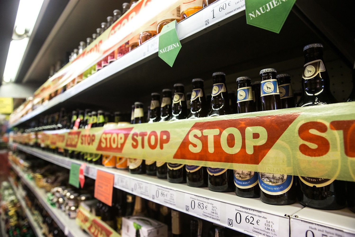 Kaip siūloma riboti alkoholio prieinamumą