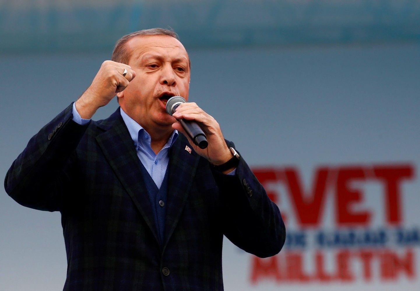 """Erdoganas baigia įtvirtinti """"antrąją"""" Turkijos revoliuciją"""