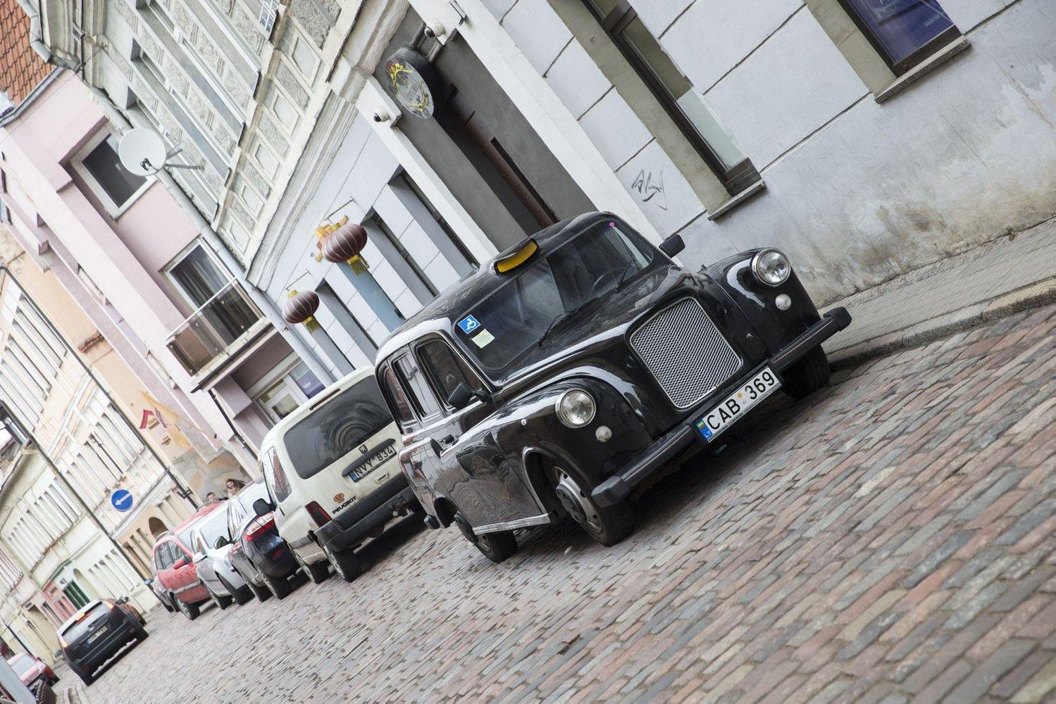 Kauno centre siūloma 33-66% branginti automobilių stovėjimą