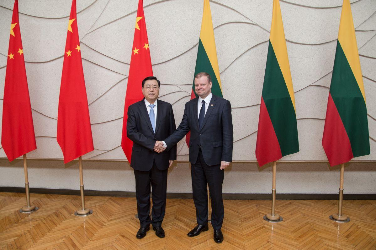 Skvernelis: nors ir investuoja atsargiai, kinai labai domisi Klaipėdos uostu