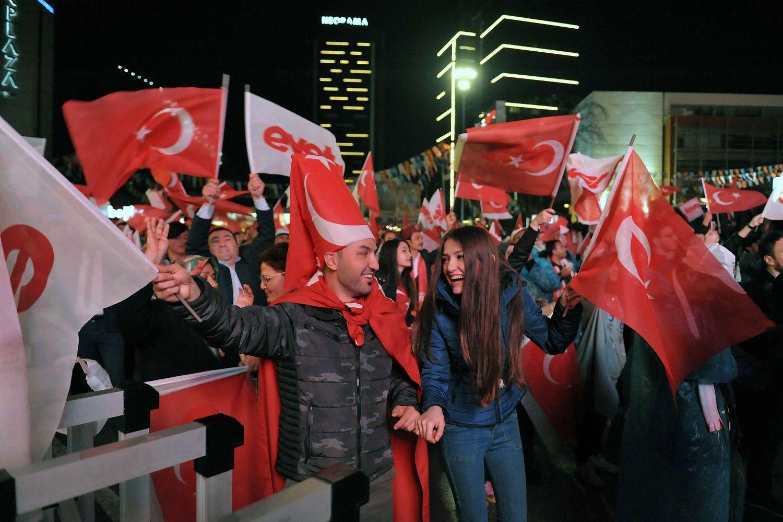 Europa ragina Erdoganą ieškoti dialogo, stebėtojai skelbia apie pažeidimus