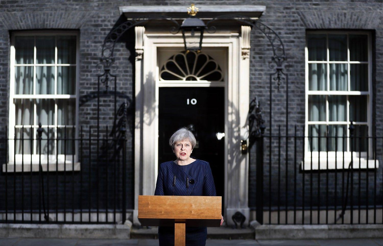 Netikėtas May žingsnis: skelbia priešlaikinius parlamento rinkimus