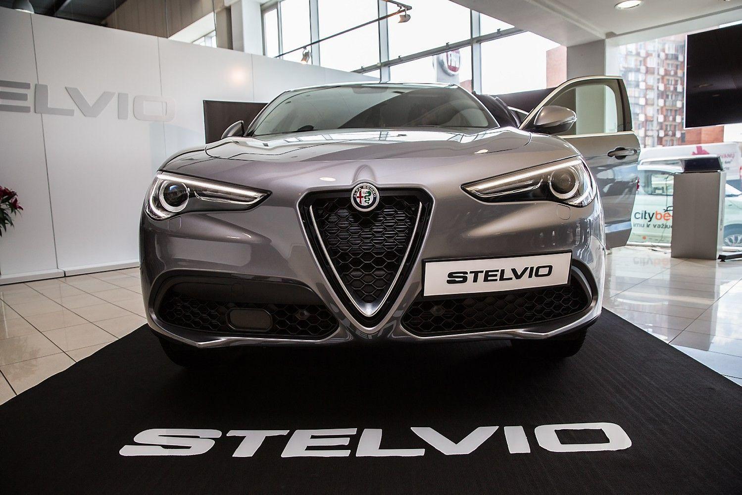 """Į Lietuvą atkeliavo pirmasis """"Alfa Romeo"""" visureigis"""