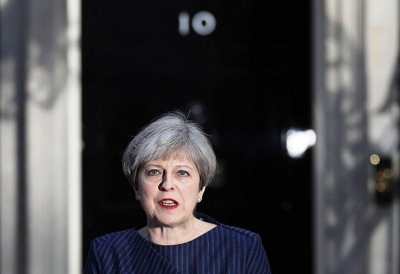 """Theresa May, Jungtinės Karalystės premjerė, praneša apie sprendimą skelbti išankstinius rinkimus. Stefano Wermutho (""""Reuters"""" / """"Scanpix"""") nuotr."""