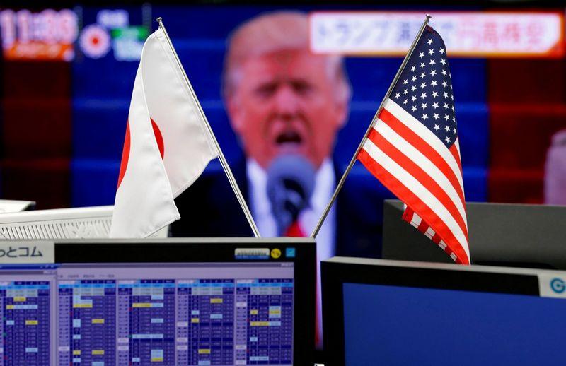 """TVF baiminasi, kad protekcionistiniai Donaldo Trumpo administracijos užmojai gali pristabdyti pasaulio ūkio atsigavimą. Toru Hanai (""""Reuters"""" / """"Scanpix"""") nuotr."""