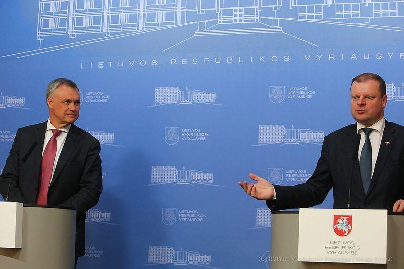 Robertas Dargis (kairėje) ir Saulius Skvernelis. Vladimiro Ivanovo (VŽ) nuotr.