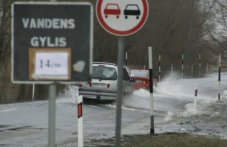 Premjeras potvynius kenčiančiai Rusnei žada estakadą