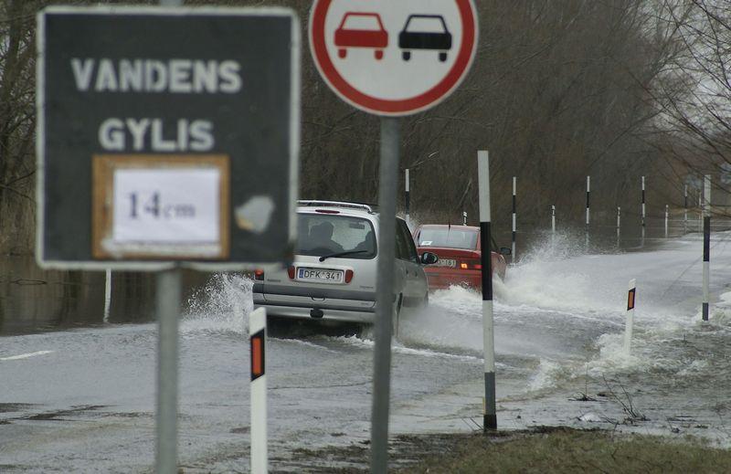Potvynis Klaipėdos rajone. Apsemtas Rusnės kelias. Algimanto Kalvaičio nuotr.
