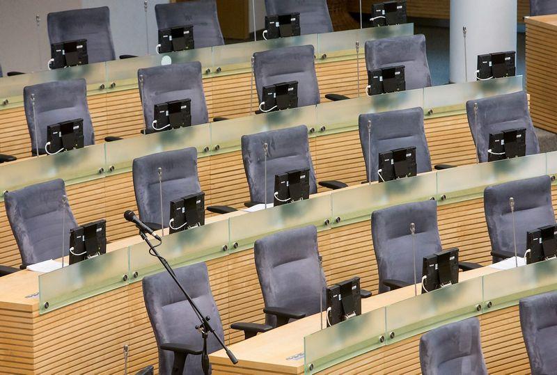 Seimo posėdžių salė tarp sesijų ištuštėja gana ilgam, bet ir tuo metu parlamento rūmuose vyksta nemažai posėdžių, kuriuose Seimo nariams privalu dalyvauti. Juditos Grigelytės (VŽ) nuotr.