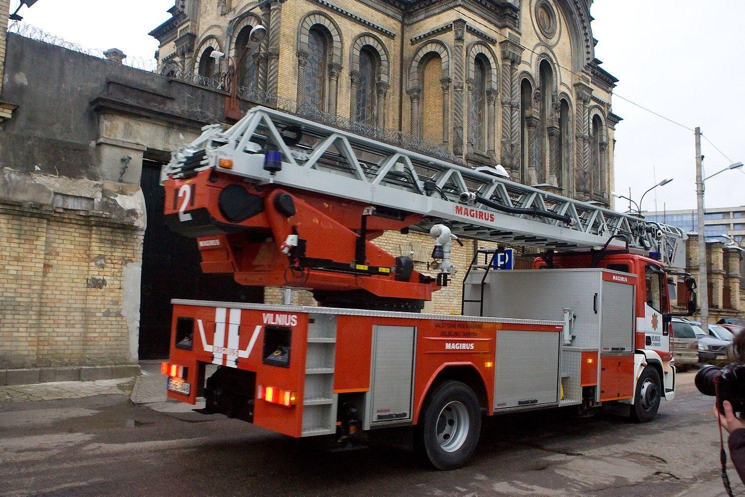 Prokurorų prašoma patikrinti įtarimus dėl ugniagesių kopėčių įsigijimo