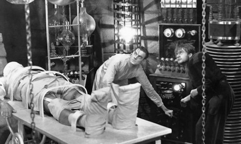 """Kadras iš kino filmo """"Frankenstein"""" (1931 m.)"""