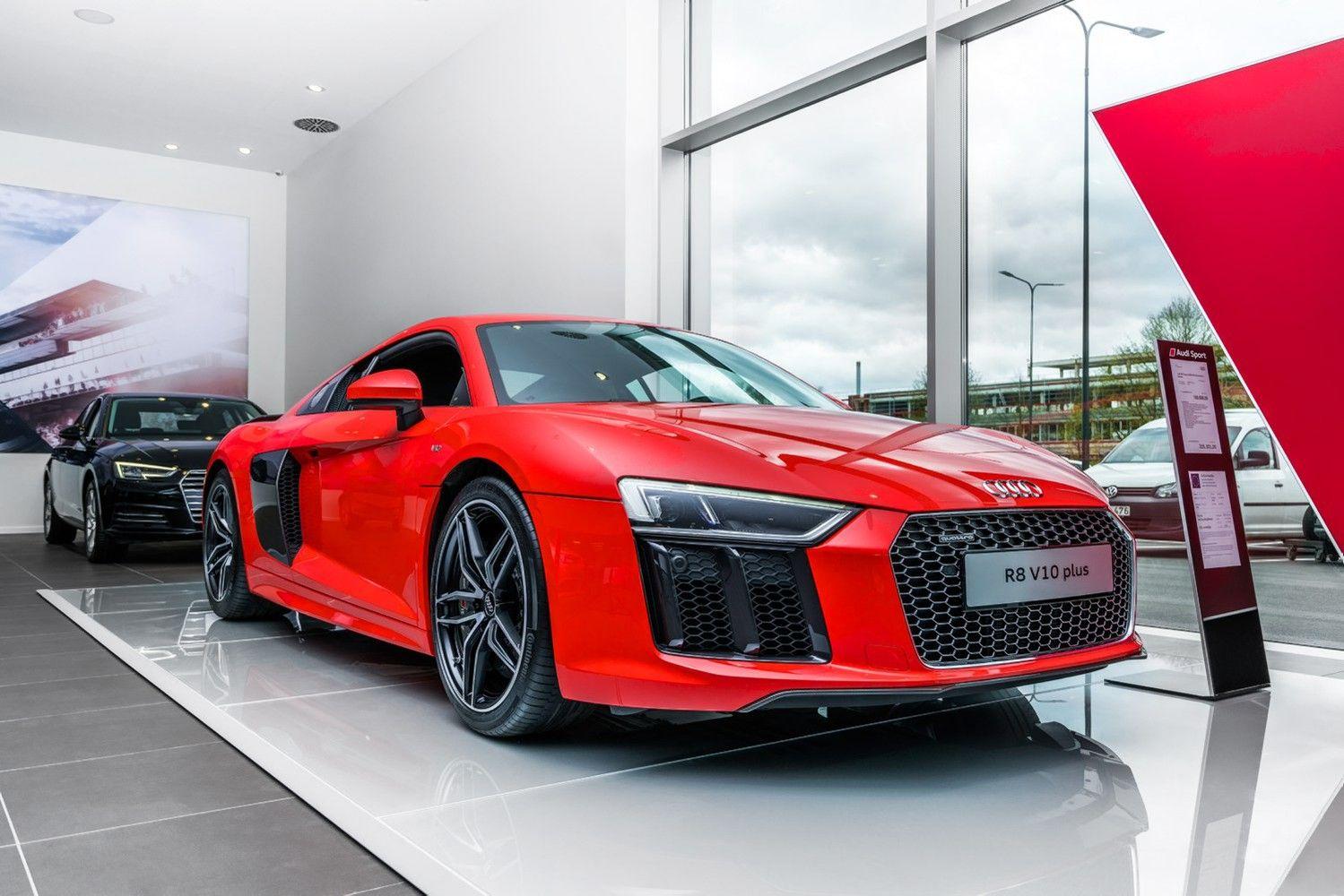 """Lietuvoje pardavinės greičiausius """"Audi"""" modelius: S, RS ir R8"""