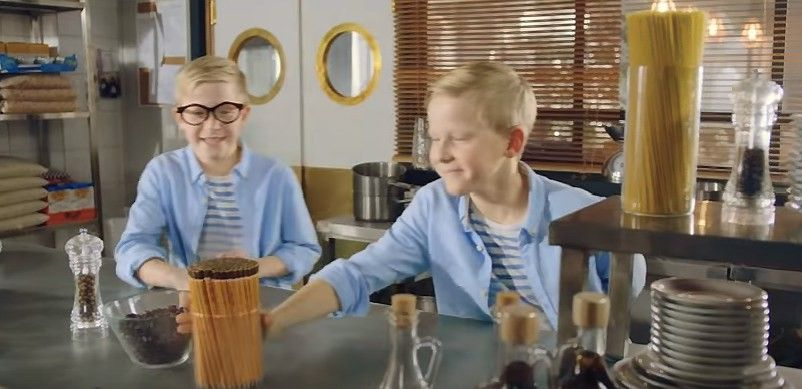 """Tarp savaitės reklamų: linksmi """"Tele2"""" pokštai ir saldus laukimas"""