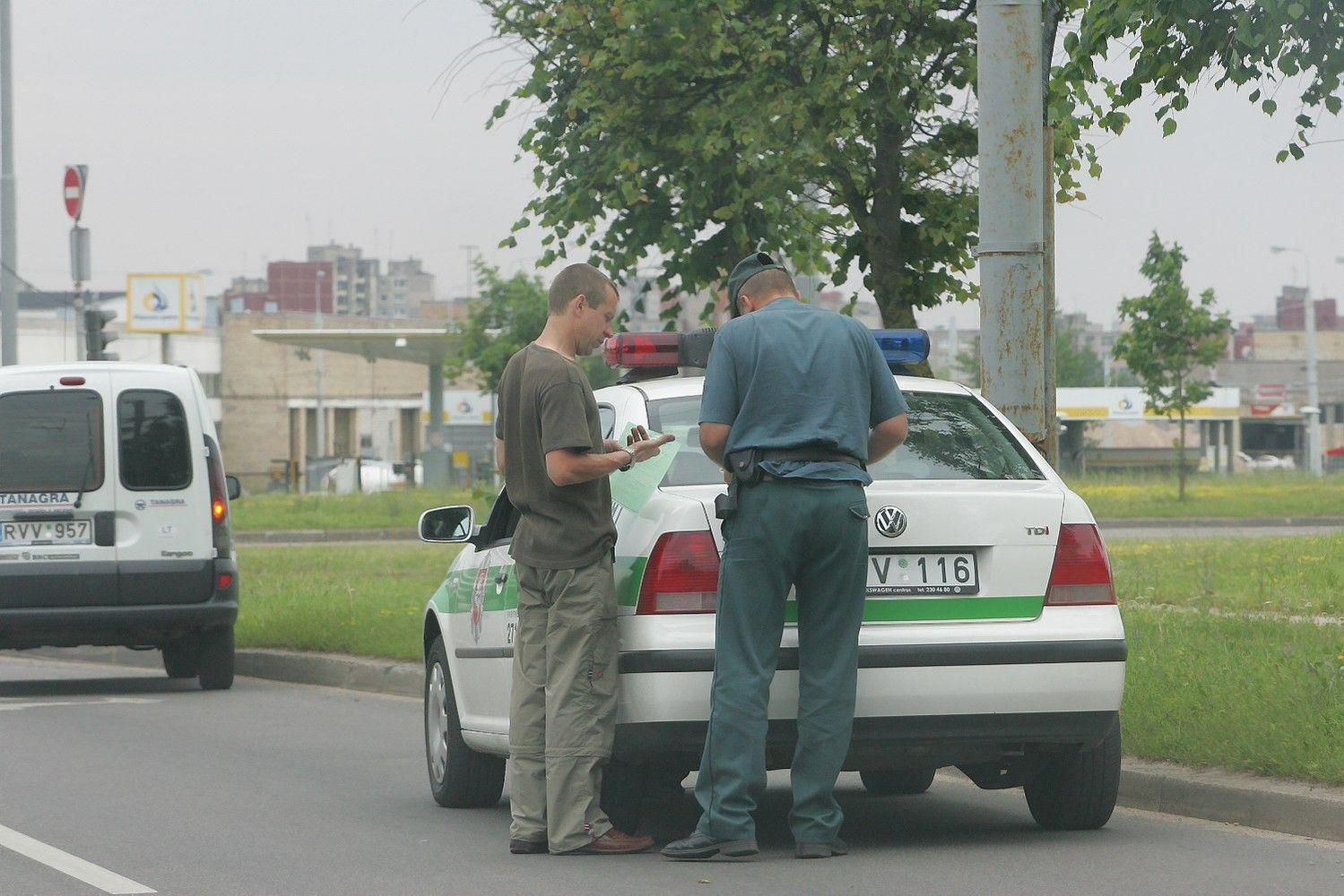 Nori nesumokėjusiems baudų neišduoti vairuotojo pažymėjimo