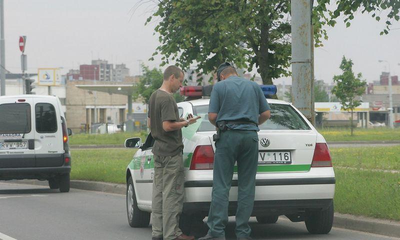 Dokumentų patikra. Vladimiro Ivanovo (VŽ) nuotr.