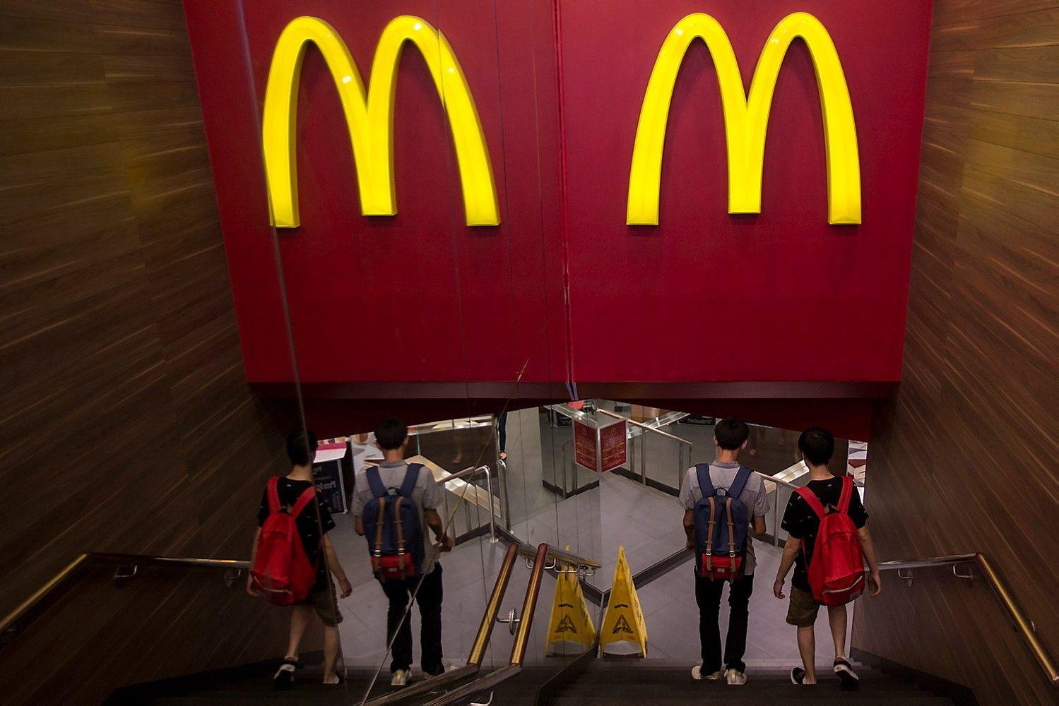 """""""McDonald's"""" atsisakys tūkstančių """"nulinių"""" darbo sutarčių"""