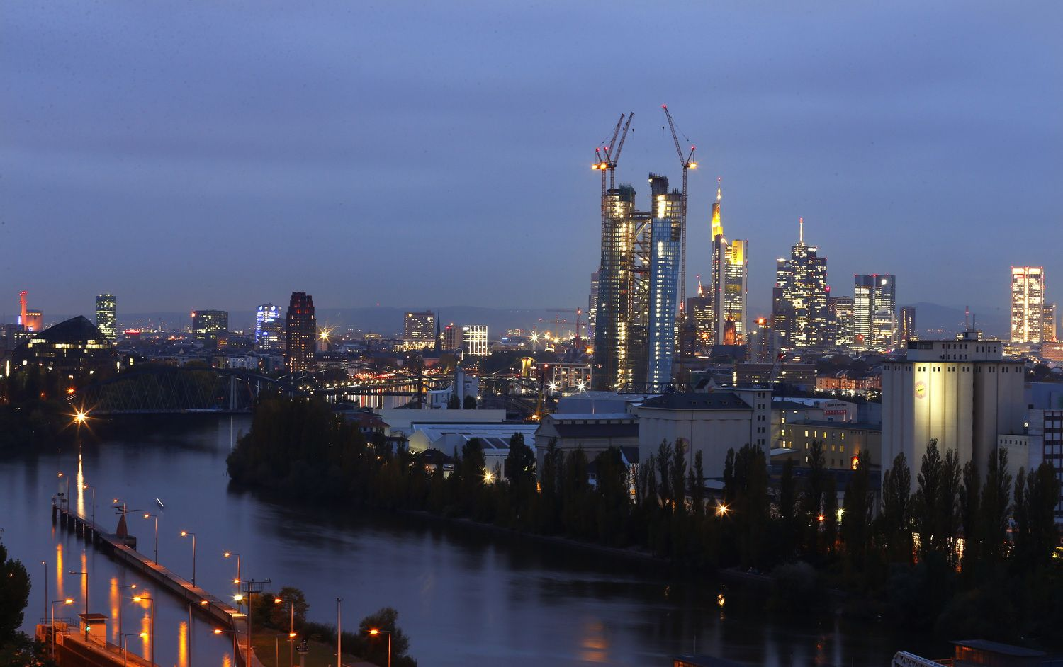 Banks get serious about moving jobs to Frankfurt on Brexit