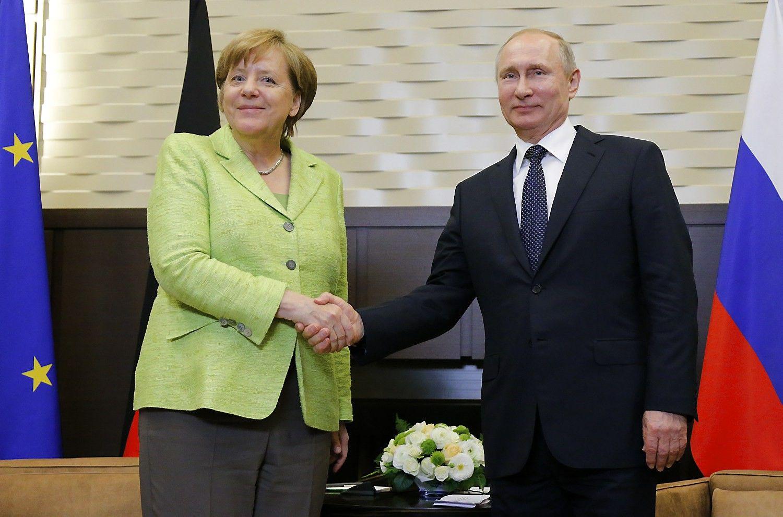 Merkel: Minsko susitarimo įgyvendinimas leistų nutraukti ES sankcijas