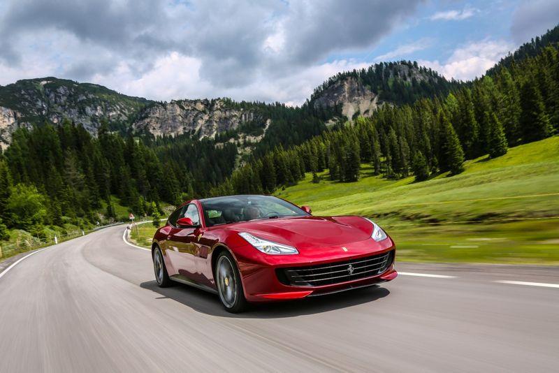 """Ferrari GTC4 Lusso"". Gamintojo nuotr."