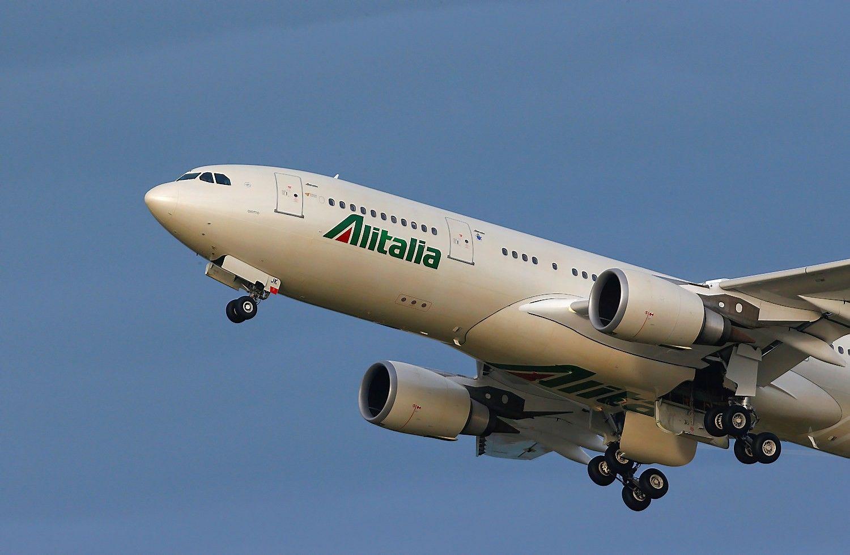 """""""Alitalia"""" skelbia bankrotą, įmonės kontrolę perėmė vyriausybė"""