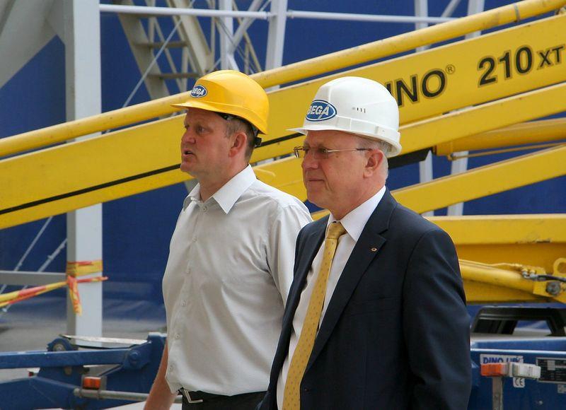 """Laimonas Rimkus, naujasis UAB """"Bega"""" generalinis direktorius, ir Aloyzas Kuzmarskis, bendrovės valdybos pirmininkas. Bendrovės nuotr."""