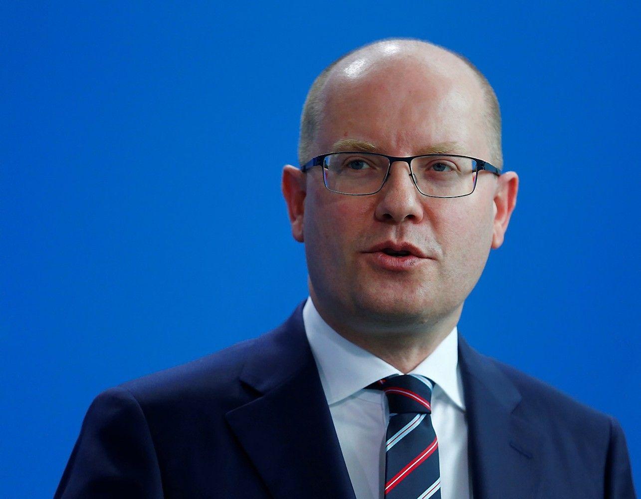 Po konflikto su milijardieriumi ministru atsistatydino Čekijos premjeras