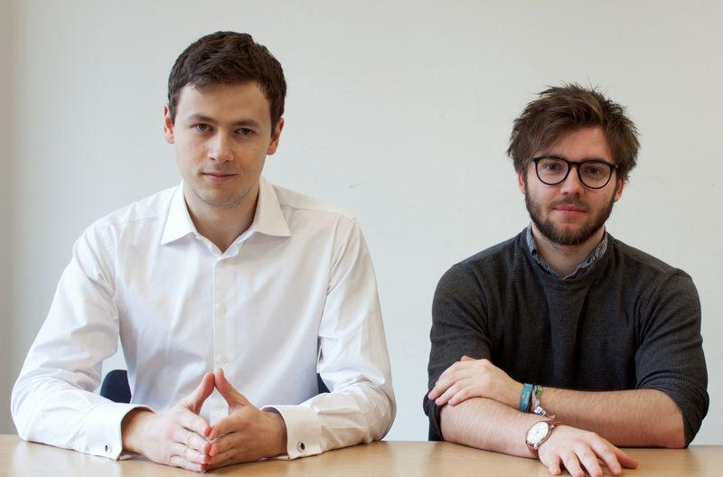 """Ąžuolas Čiukas (kairėje) ir Mantas Matjušaitis, """"CellAge"""" įkūrėjai, įsitikinę, kad ateityje žmonės galėtų sirgti rečiau, nes iš jų organizmų būtų pašalinamos senos ir efektyviai savo funkcijų neatliekančios ląstelės. Bendrovės nuotr."""