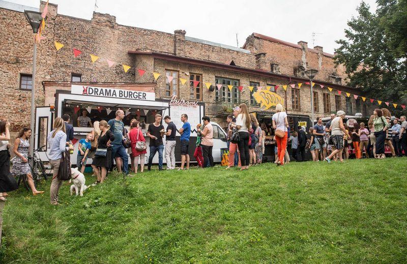 Supaprastinta mobilios prekybos maistu tvarka paskatino ratuotų restoranų atsiradimą ir gatvės maisto kultūrą sostinėje. Juditos Grigelytės (VŽ) nuotr.