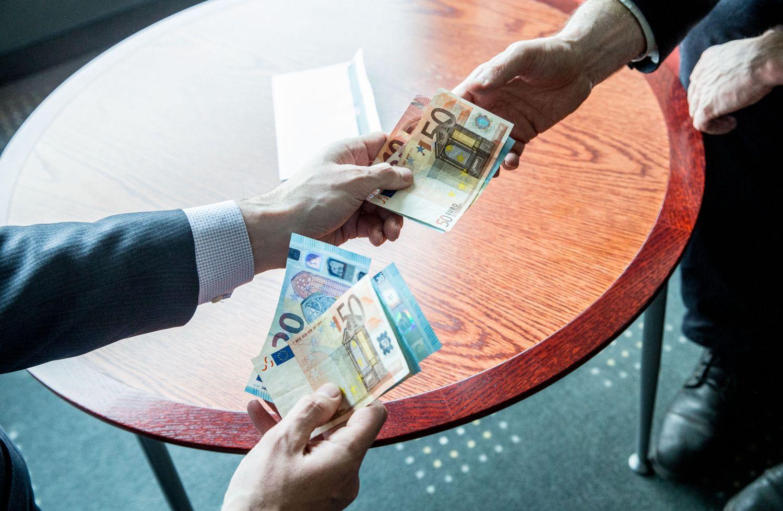 Vidutiniai atlyginimai vartojimo kreditų įmonėse: 3.500 Eur – ne riba