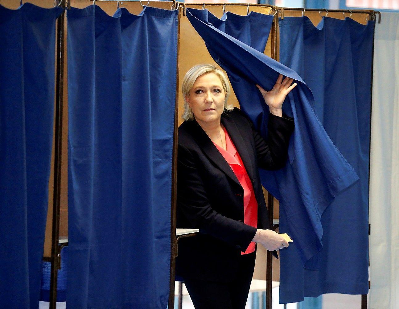 Prancūzijos prezidento rinkimai: aktyvumas vidurdienį – 28%