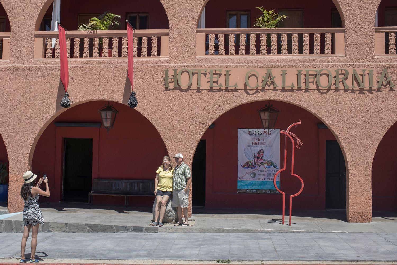 """The Eagles"" ieškinys – realiam ""Hotel California"""